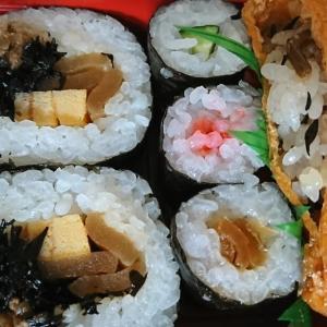 お昼は寿司とカレーパン