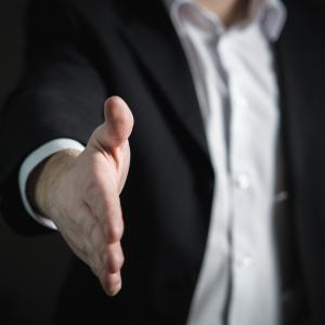 【ファーストインプレッションを勝ち取る秘訣】 営業マンが意識すべき挨拶