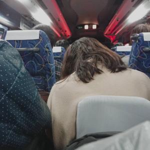 【画像】夜行バス、ガチのマジで奴隷船