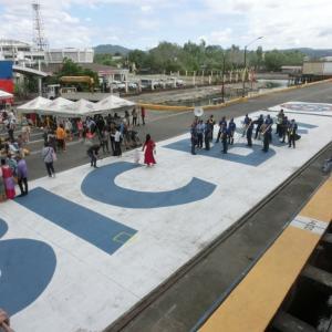 寄港地観光:フィリピン・スービック湾 バスに乗ってパノラミック^^