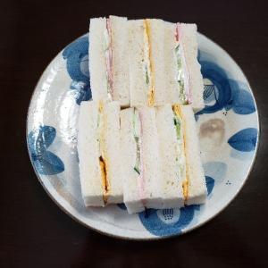 サンドイッチをテイクアウト