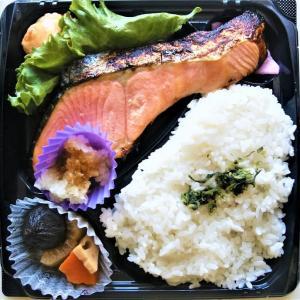 ヤオコーの厚切り銀鮭西京味噌焼弁当はブ厚い銀鮭が美味い