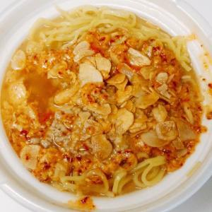 セブンイレブンの辛口スタミナにんにくラーメンはにんにくと挽肉と唐辛子で旨辛スタミナアップ