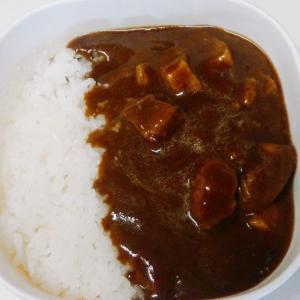 セブンイレブンのゴロゴロお肉の贅沢ビーフカレーは甘いお肉にスパイシーなカレールー