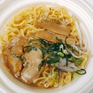 セブンイレブンの旨みとコクがギュッ牛骨醤油ラーメンはライトなスープに旨味がギュッ