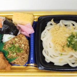 ヤオコーの紅鮭おにぎりとかしわ飯のうどんセットは昼飯に丁度いい