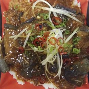 ベルクスのピリ辛麻婆茄子丼は辛さとコクに包まれたみずみずしいクタクタ茄子がいい