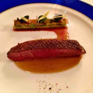 夜桜を眺めながら 皇帝も食べた究極の豪華ディナー トゥールダルジャン