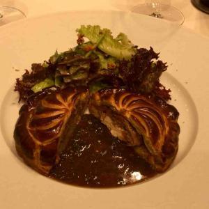 邸宅レストランで優雅なフレンチ ソンブルイユ
