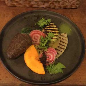八百屋兼レストランで野菜づくしのコース! テーブルビート