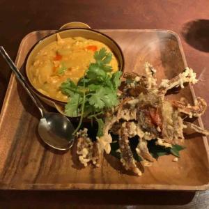 蟹を殻ごと食べる!政府認定のタイ料理スコンター