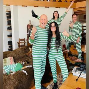 ハリウッドスター ブルース・ウィリスが、元妻と子供たちと一緒にコロナ隔離状況を披露!