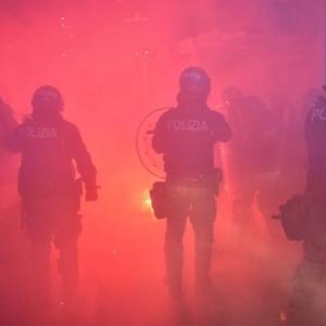 コロナ 欧州各国が、外出規制へ! フランスのマクロン大統領が外出禁止を発令!