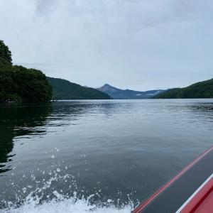 北の湖でスモールとたわむれる