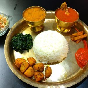 相武台前のインド/ネパール料理レストラン【ランゴリ】のネパールダルバットセット
