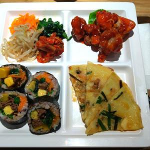 CIAL横浜の韓国料理店【チャンゴ】のヤンニョムチキンキンパプレート