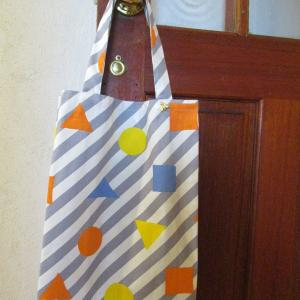 POPな柄の生地でバッグを作りました