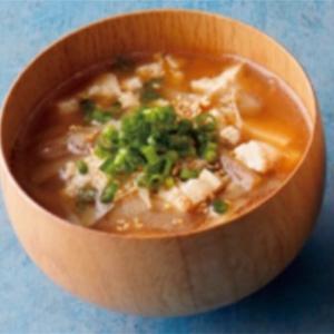 サバ缶のお味噌汁に梅干しを入れてみた✨