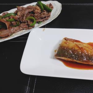 鯖味噌煮と牛肉とピーマンの炒め物。