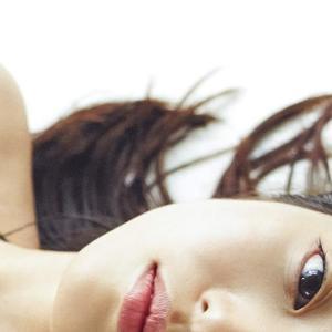 今田美桜、ファースト写真集「生命力」が発売以来6度目の重版! (2018/10発売)
