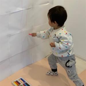 【おうち遊びの工夫】家の壁におもいっきり落書き〜お絵かきの知られざる効果とは!?〜