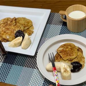 材料はバナナと卵だけ!子どもも簡単に作れるバナナパンケーキであま〜い朝食タイム❤︎