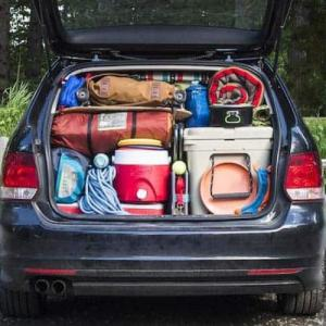いざという時の為に車内に常備しておくべきキャンプ用品