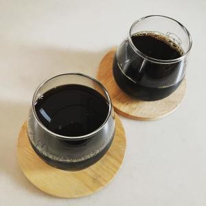 成城石井のアイスコーヒー。「100円の価格差」についての考察。