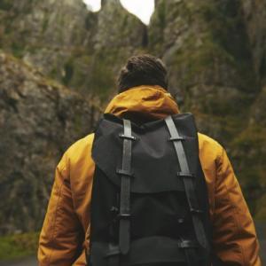 【動きやすさ重視】国内の一人旅でおすすめのバッグはコレ!【初心者必見!】