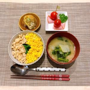 【レシピ】ダイエット中にも♪高タンパク!高野豆腐でカサ増しそぼろ丼♪