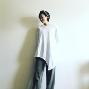 流行のリブニットパンツ、40代はどう着るのが正解?