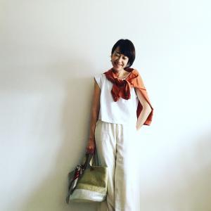 意外と難しい夏の定番白Tシャツ!40代はどう着るのが正解?