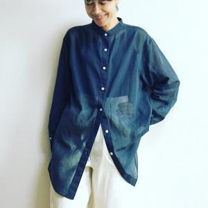 絶妙な透け感に感動!UNIQLO Uシアーバンドカラーシャツで秋の着回しもバッチリ!