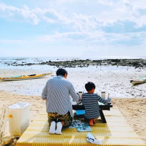 海で書き初め【沖縄の正月】