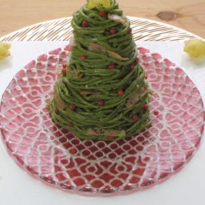 抹茶練り込みパスタのジェノベーゼ クリスマスツリー風 with 薩摩芋ポムスフレ