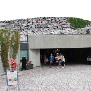 岩からくりぬかれたテンペリアウキオ教会と、雑踏の中のカンピ礼拝堂 北欧旅行 11