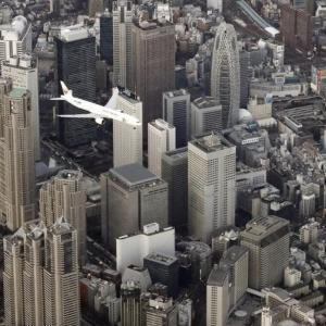 人口密集地の低空飛行を許す愚民国家