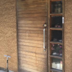 DIY第二弾〜玄関扉の塗装