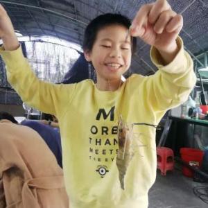 子供とエビ釣りバーベキュー(広州)Shrimp fishing barbecue with children (Guangzhou)