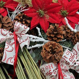 クリスマスにぴったり!松ぼっくりツリーの作り方