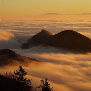 蒙霧升降 (ふかききりまとう)