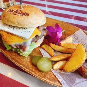 『オールドハンガー』のボリューミーで本格的なハンバーガーランチ