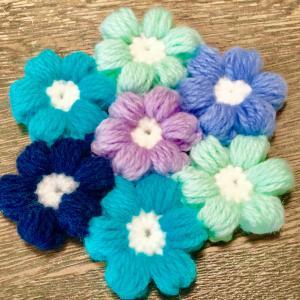 ぷっくりお花モチーフの座布団を編みました