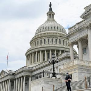 議会が次期大統領はまだ未定と公式発表した