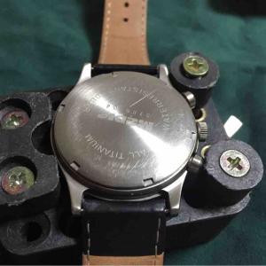 【怖くないよ】腕時計の電池交換(TUTIMA medic)