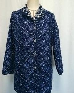 ジョーゼット地にリバーシブル刺繍の服地でジャケット