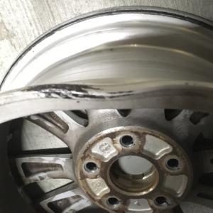 アメリカで車のタイヤがパンクした時の対処法