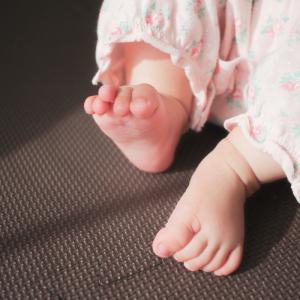 《体験談》赤ちゃんのしもやけはどんな症状?原因と予防・治療方法