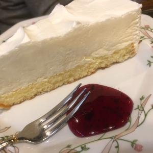大森駅でた商店街のすぐ近く テレビの撮影でも度々使われる純喫茶ルアンでケーキセットを頂きました