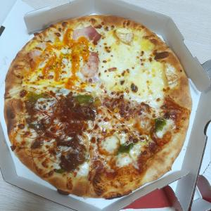ピザにパイナップルジュース